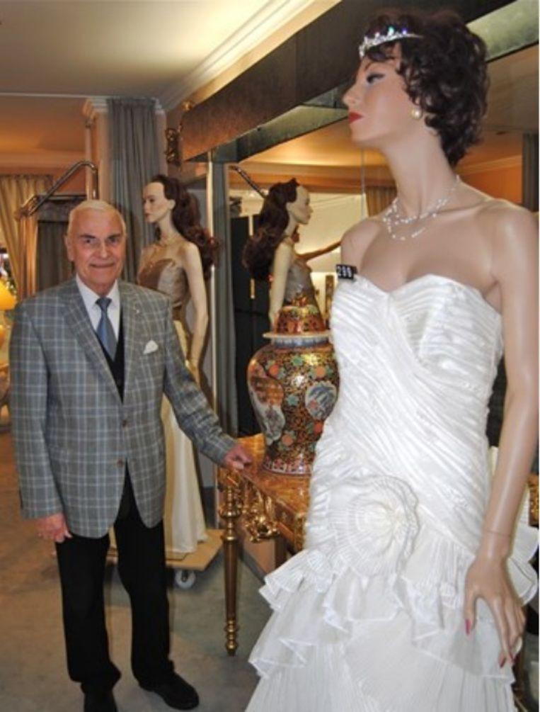 Wijlen Harry Heylen in zijn zaak 'Haute Couture Harry' voor bruids- en ceremoniekledij.