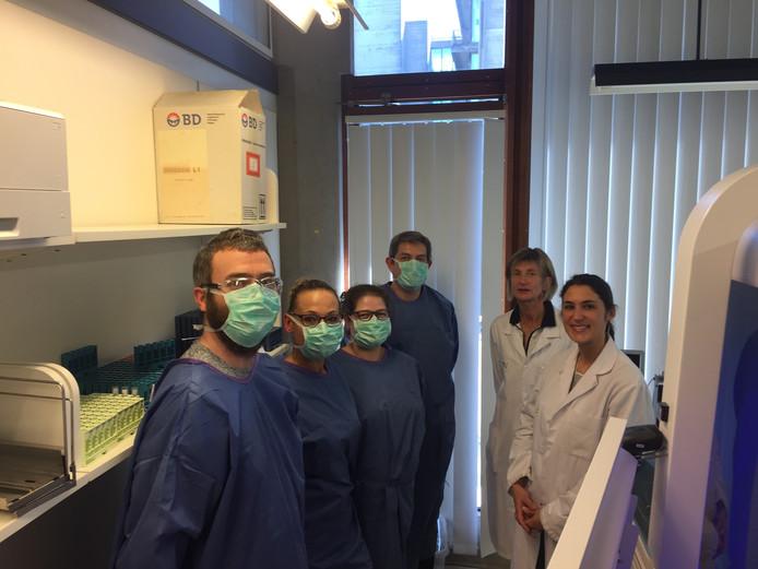 Les équipes médicales travaillent d'arrache-pied afin d'éradiquer le virus.