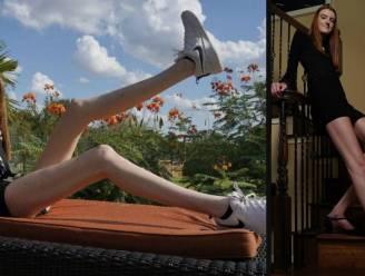 """Maci (17) heeft de langste vrouwenbenen ter wereld: """"Vroeger gepest geweest, nu trek ik het me niet meer aan"""""""