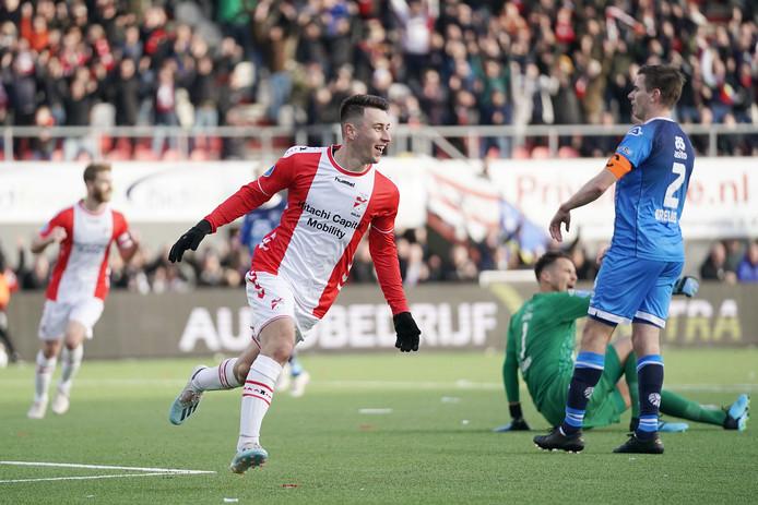 Kolar viert de 1-0 namens FC Emmen.