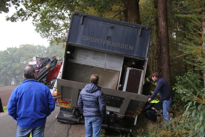 Paarden in paniek na aanrijding in Nijkerk.