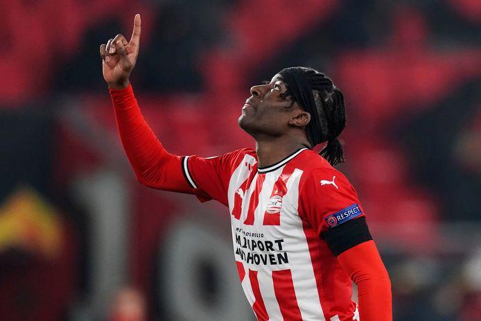 Noni Madueke heeft bij PSV een basisplek in het duel met Granada.