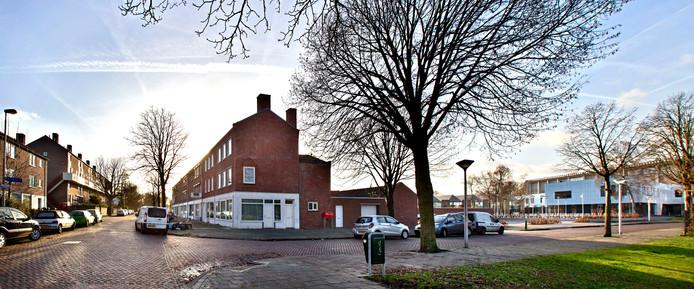 Moreelselaan in Eindhoven met rechts VMBO Piuslaan