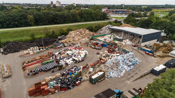 De voormalige milieustraat van Albert T. in Meppel waar hij dinsdag de nieuwe eigenaar Jan van Dijk te lijf ging.