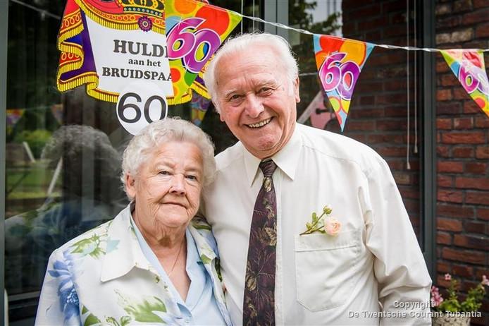 Arend-Jan Marsman (83) en Janna Marsman-Davenschot (82) uit Vroomshoop: 60 jaar getrouwd.