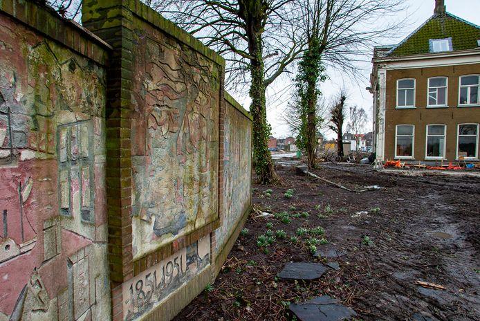 Gedoe om het Berkmonument gemaakt door kunstenaar Lex Horn op het voormalig terrein van Pannenfabriek Berk in Brunnepe.
