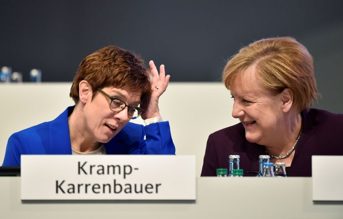 FILE PHOTO: German Chancellor Angela Merkel talks to party chairwoman Annegret Kramp-Karrenbauer during the Christian Democratic Union (CDU) party congress in Leipzig, Germany, November 22, 2019. REUTERS/Matthias Rietschel - RC2EGD98QCWZ/File Photo