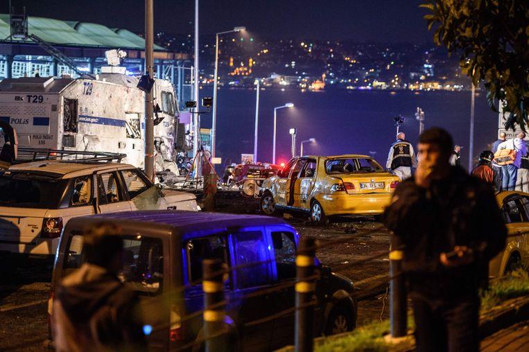 Onder de doden waren veertig politiemensen. Nog eens 242 mensen raakten gewond.