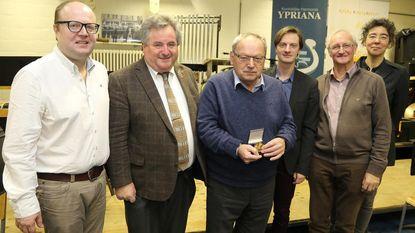 Hendrik Cherchye ontvangt onderscheiding voor 30 jaar inzet