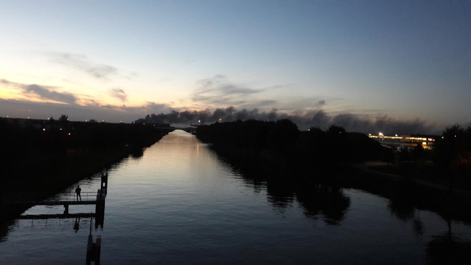 De rookwolken te zien vanuit Tilburg