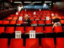 Vanuit je eigen huis aanschuiven bij de 25 man publiek in Gorcums theater Peeriscoop