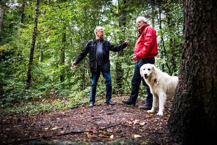Bouke Verhaagen (links) en Frans Welsch willen de moskoepel in Oosterbeek in ere herstellen.