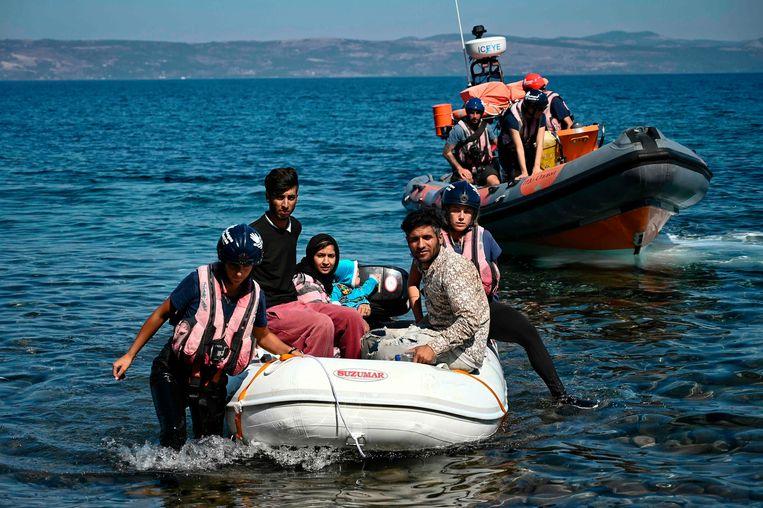 Migranten komen aan op het Griekse eiland Lesbos.