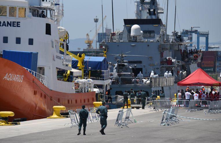 Het schip Aquarius redde in juni 630 migranten op de Middellandse Zee en mocht van Salvini niet aanmeren in Italië. Het schip moest daarop uitwijken naar de Spaanse stad Valencia.