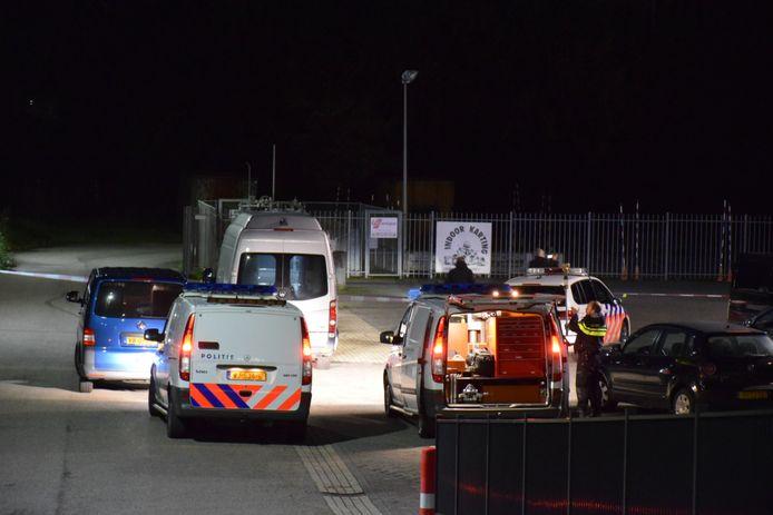 De politie doet onderzoek op het Anac-terrein in Nijmegen waar eerder die middag zou zijn geschoten.