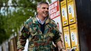 Dewinter plakt affiches in Kroatische legerjas