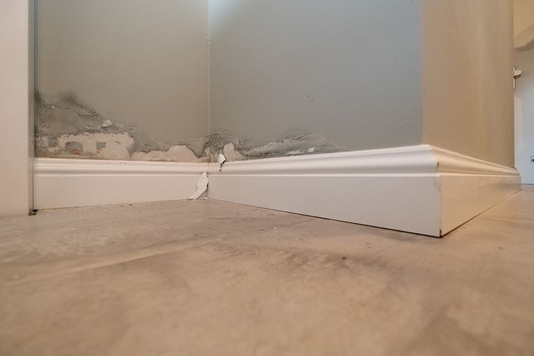 Ook de muren liepen schade op.