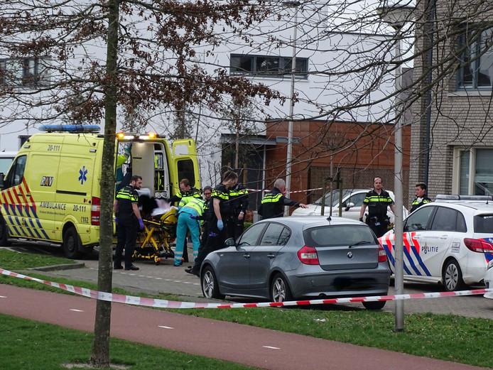 Agenten schieten een man met hakmes neer in Etten-Leur. Hij zal later overlijden.