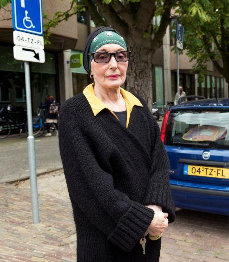 Invalidenplek ernstig zieke Tineke uit Utrecht steevast bezet. En dan krijgt ze ook nog een boete...