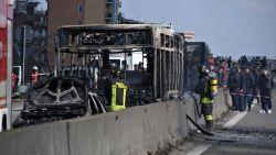 Chauffeur kaapt schoolbus vol kinderen en steekt voertuig in brand: onderzoek naar mogelijk terroristisch motief