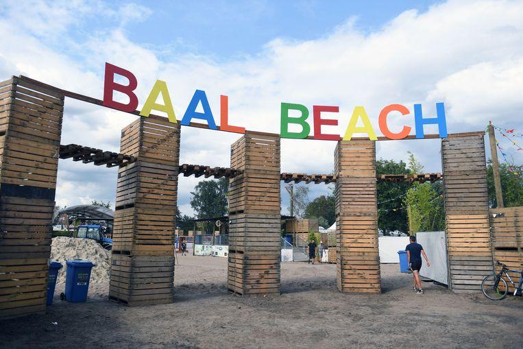 Baal Beach keert terug naar zijn roots