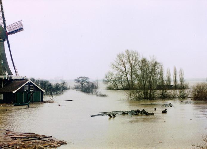 De Bolwerksmolen in Deventer stond in 1995 met de voet in het water. De Wilpse klei was ondergelopen.