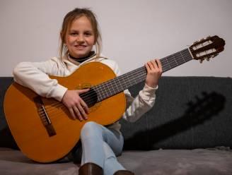 """Yuna (10) heeft rol in musical Daens te pakken: """"Om auditie voor te bereiden, sloot ik me vier dagen op in mijn kamer"""""""