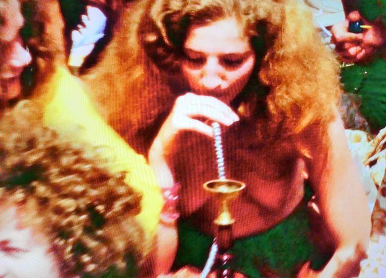 Blowen op popfestival Kralingen. Uit de documentaire Cannabis. Beeld KRONCRV
