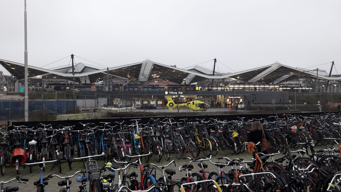 Een traumahelikopter landde bij Station Tilburg en de Burgemeester Broxlaan is afgezet