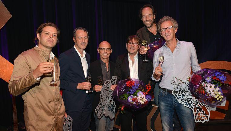 De winnaars van de Amsterdamprijs: uiterst links Renzo Martens, links en midden Ivo van Hove en Jan Versweyveld en rechts de mannen van Splendor. Beeld Amsterdamprijs voor de Kunst