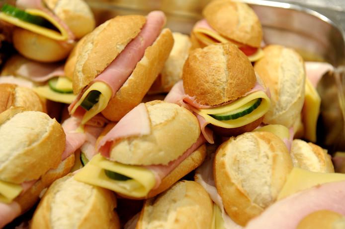 Broodjes ham zijn in veel bedrijfsrestaurants niet te krijgen door de listeriacrisis.
