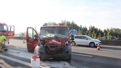 File op E17 richting Kortrijk nadat bestelwagen op vrachtwagen knalt in Deerlijk