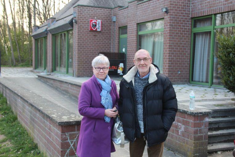 Annie Bavré en Johan De Schryver trekken half juni de laatste keer de deur van de cafetaria dicht.