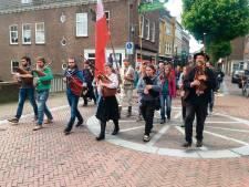 Middeleeuwse processie met muziek en poëzie in Wageningen