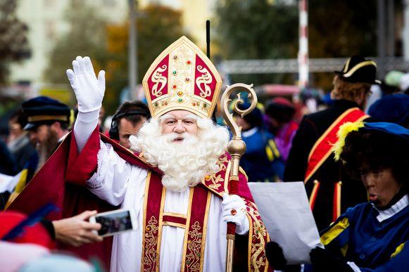 Sinterklaas komt aan in Antwerpen.
