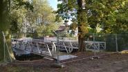 Gemeente plaatst twee bruggen tussen park en kerkplein