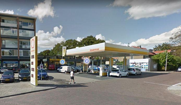 Garagebedrijf Henri & Herman verhuist, het tankstation verdwijnt.