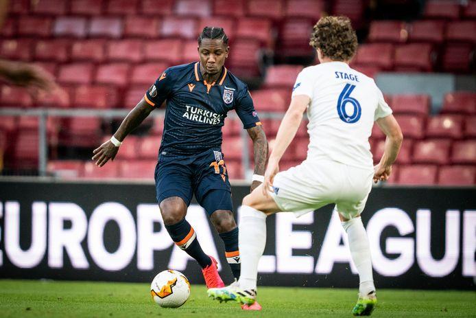 Eljero Elia namens Istanbul Basaksehir in actie tegen FC Kopenhagen.