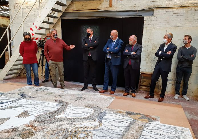 Gino Tondat toont het nieuwe mozaïekkunstwerk voor het Koninklijk Museum voor Schone Kunsten.