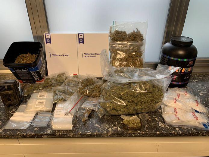 Archief: bij de dealers thuis werden aanzienlijke hoeveelheden verkoopsklare drugs gevonden.