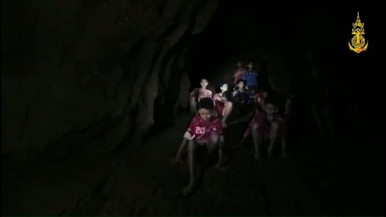 De Royal Thai Navy gaf dit beeld vrij van de redding van de jongens.