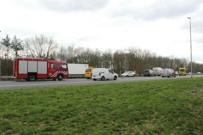 Het ongeval op de A1 zorgt voor flinke vertraging