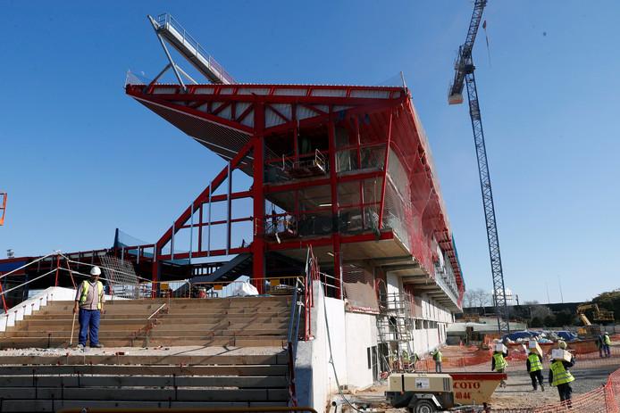 Het nieuwe stadion in aanbouw.