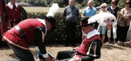 De 'Schutswei' strijdtoneel koningsschieten gilde Sint Joris Helvoirt
