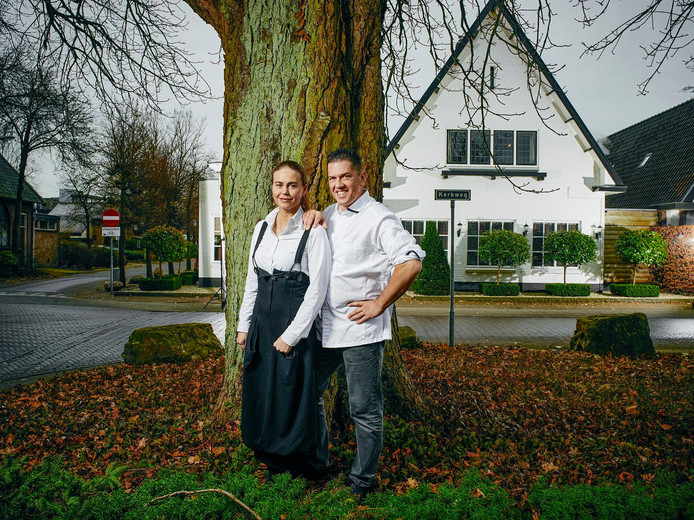 Kim Veldman en chef-kok Jacob Jan Boerma bij De Leest in Vaassen.