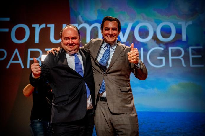 De oprichters van Forum voor Democratie Thierry Baudet en Henk Otten tijdens een partijcongres. Dit was voor de twee rollebollend over straat gingen.