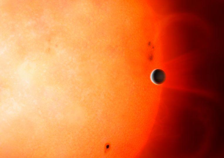 Computertekening van een exoplaneet grofweg zo groot als Neptunus, die net als TOI 849 b relatief dicht op zijn ster staat.  Beeld University of Warwick/Mark Garlick