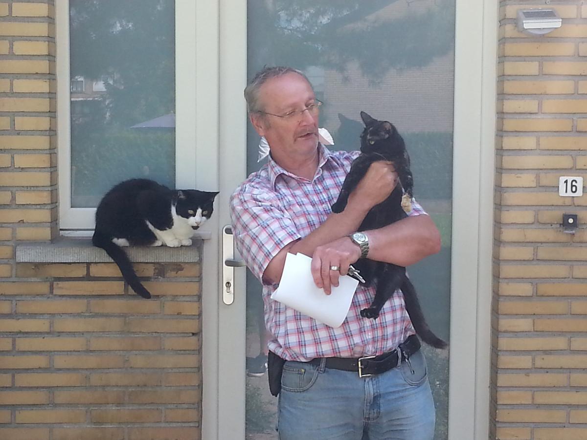 Robert De Meyere bekommert zich om de zwerfkatten in de Bijloke.
