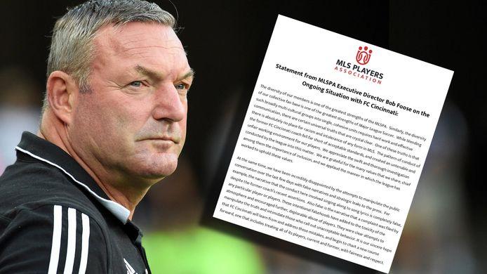 Ron Jans. Inzet: de verklaring van de spelersvakbond.
