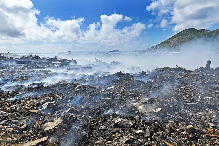Brandende vuilnisbelt op Sint Maarten. Beeld null